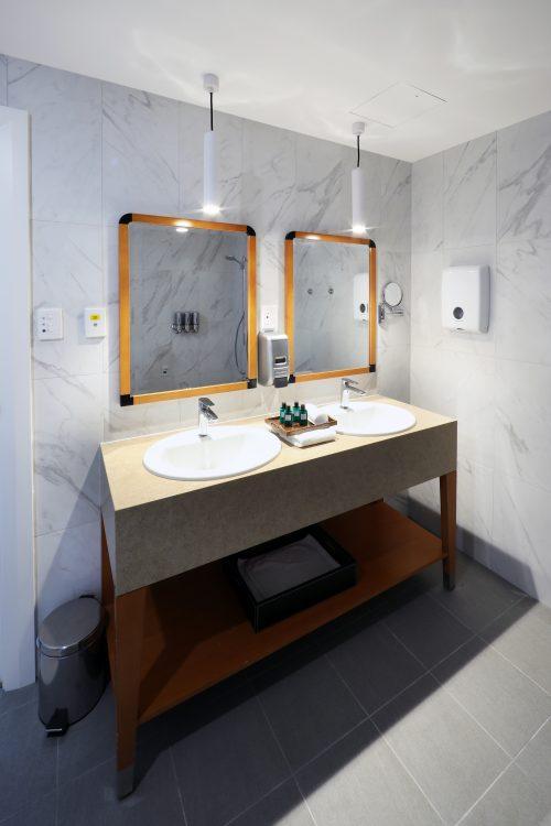 The Richardson - En suite bathroom
